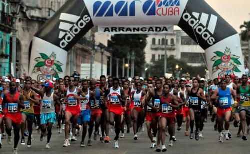 Marabana Havana Marathon runners. Image: Alejandro Ernesto