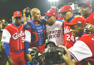 Cuban and Puerto Rican players gather in fraternal atmosphere
