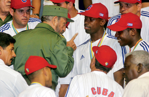 Fidel Castro with Leslie Anderson and Cuba's national team in 2006. Photograph by Sven Creutzmann/reportage by Getty Images.