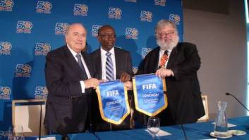 Former CONCACAF executives Jack Warner (middle) and Chuck Blazer (right), accused of enriching themselves with the confederation's money. Photo: CONCACAF congress 2011 in Miami (c) Jens Weinreich