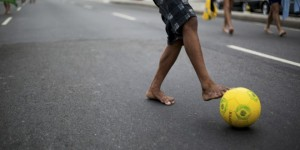Boy with soccer ball.Foto- All Over Press