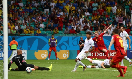evin De Bruyne of Belgium shoots and scores his team's first goal past Tim Howard