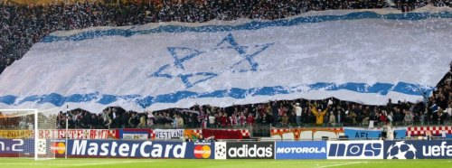 Zionist flag is shown by Ajax Amsterdam supporters during The Champions League Match | Spiegel