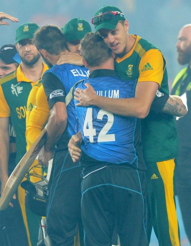 Sportsmanship: Morne Morkel of New Zealand congratulates Brendon McCullum of South Africa| Ross Setford/AP