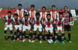Palestino's starting eleven pose in redesigned uniforms. (Palestino Facebook page, 5 March 2014.)