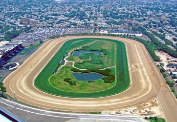 Aerial view of Aqueduct's Main Track, Inner Dirt Track and turf course, looking North | Wikipedia