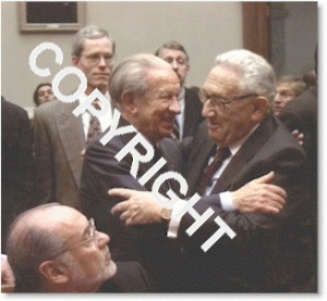 Samaranch and Henry Kissinger, US Secretary of State, hug.