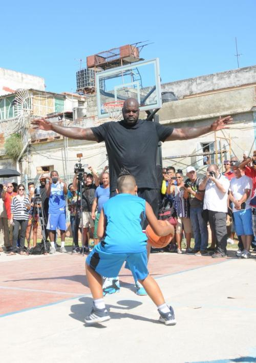Shaquille O'Neal O'Neal enjoyed playing over two hours with dozens of children in Havana | Ismael Batista