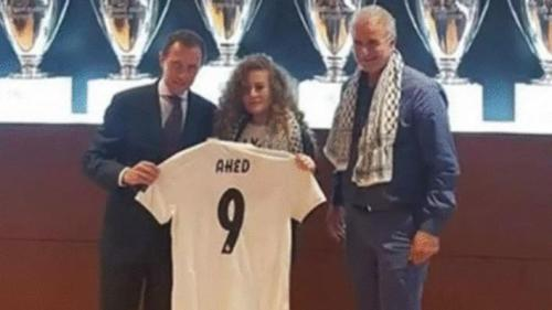 2018.09.28.Ahed Tamimi, centre, receiving a Real Madrid soccer jersey from Emilio Butragueño